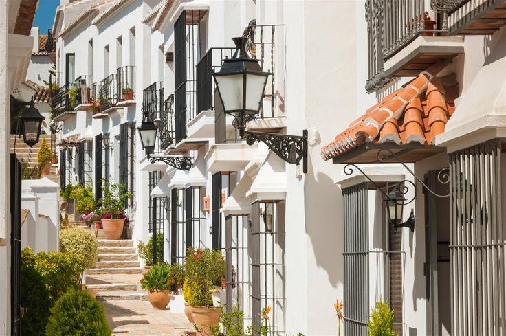 Het witte dorp Istán ligt in het binnenland in de buurt van Marbella. Een compleet andere sfeer en wát een spektakel. Ik zou me er dagen kunnen vermaken. We nemen je mee op dagexcursie met onze comfortabele Land Rover. Meer informatie: http://sunshinetours-andalucia.eu