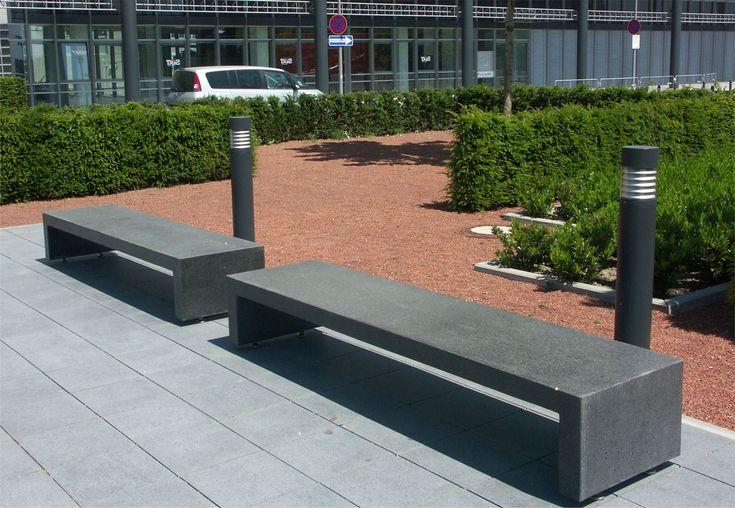 Kompleksowe rozwiązania z zakresu aranżacji przestrzeni miejskiej. Wykonujemy zestawy modułowe i elementy małej architektury z betonu architektonicznego.