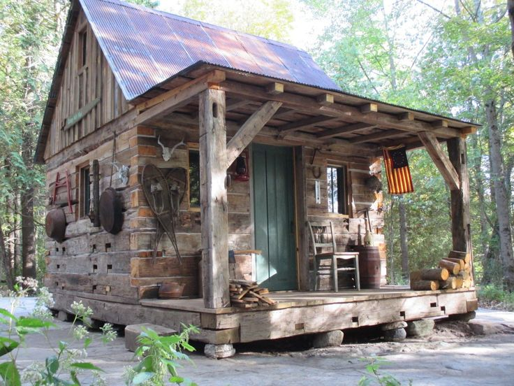 tiny log cabin...I would live there :-)