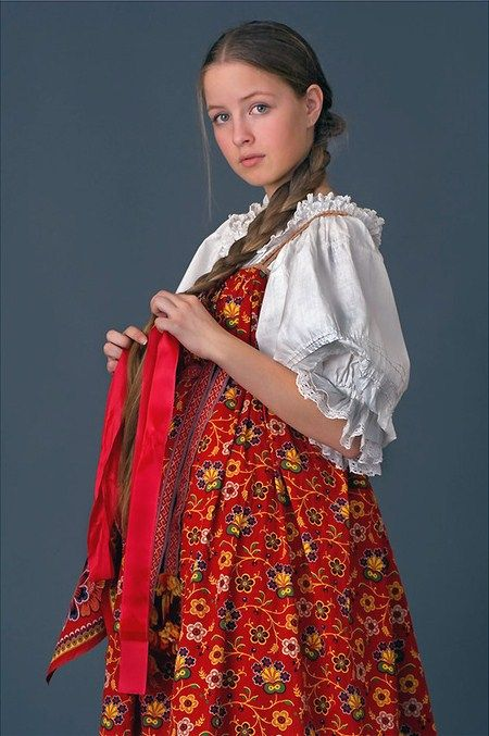 Russian national costume of an unmarried girl from Arkhangelsk Province. Festive clothes, early 20-th century. Authentic specimen from a private collection. #folk #Russian #national #costume