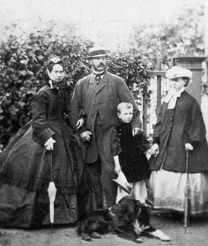 From left to right: Empress Maria Alexandrovna, Emperor Alexander II, Sergey, Maria and Milord, a setter. 1864. #Russian #history #Romanov