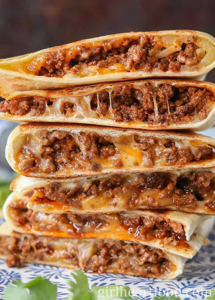 These Ground Beef Quesadillas Are Jam Packed With Flavourful Beef And Lots Of Cheese They Re Super Easy To Make Flavorful Beef Ground Beef Quesadillas Recipes