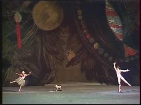 ▶ Casse-Noisette (Nutcracker) - Danse des mirlitons (Bolchoï / Bolshoi) - Tchaikovski - YouTube