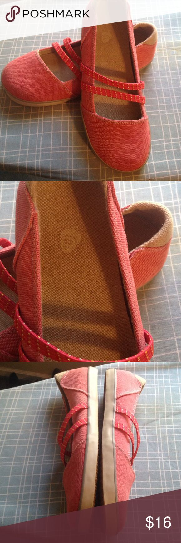 Acorn Shoes Red Hemp look size 8! Reddish Acorn shoes some surface dirt on the interior and Whites of the runner has various Red color tones on fabric. The soles are near perfect with little wear. Thanks acorn Shoes Flats & Loafers