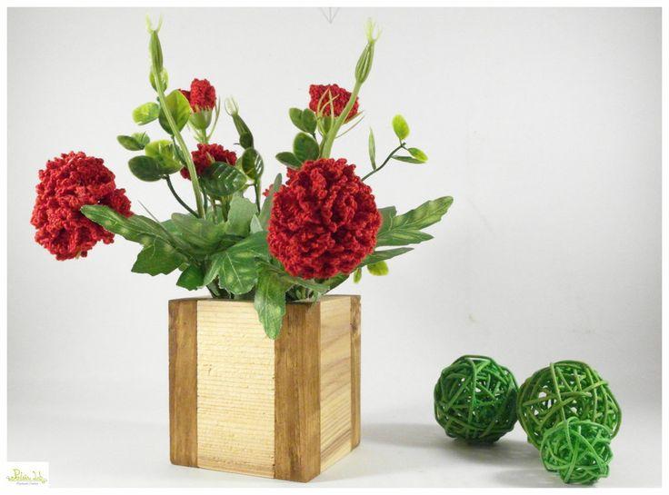 Vaso di Legno naturale con garofani ad uncinetto, by Pentria Lab, 20,00 € su misshobby.com
