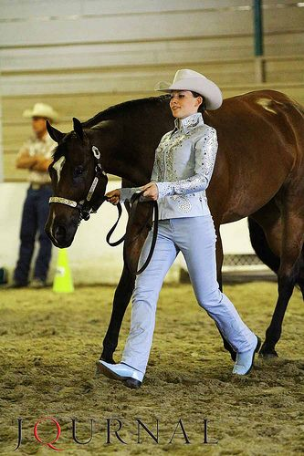 How to Track Your Horse Straight in Showmanship