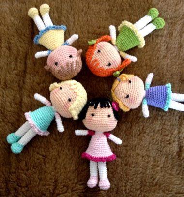 Adorable small amigurumi dolls (free crochet pattern) // Kedves mini horgolt babák - ingyenes amigurumi minta // Mindy - craft tutorial collection