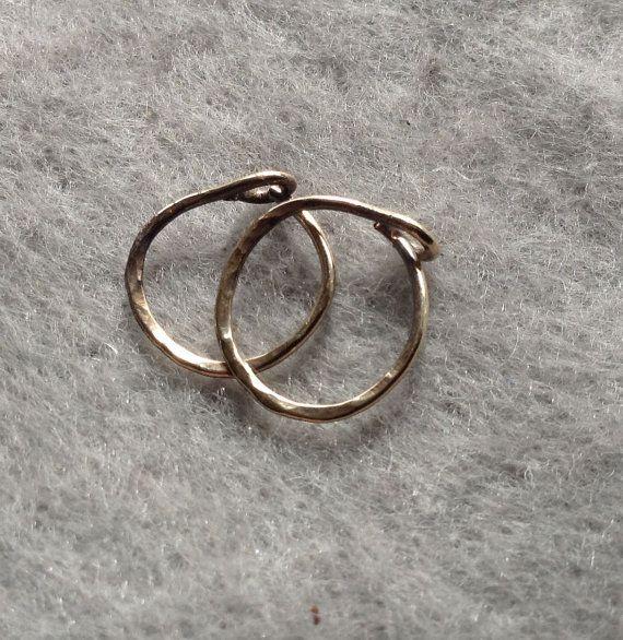 Gold Hoop Earrings, 14 K Solid Gold, Piercing gouden hoepels, 10 mm id, kleine 14K gouden hoepels, 14K gouden oorbellen, gouden dwarsliggers, Hammered