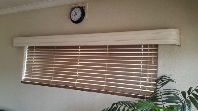 50mm Aluminium Venetian Blind Installation Wooden Flooring