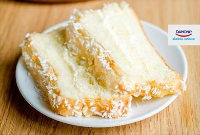 Gostaria de preparar um delicioso bolo de coco e iogurte para o pequeno-almoço ou para o lanche? Aqui vamos explicar como fazê-lo!