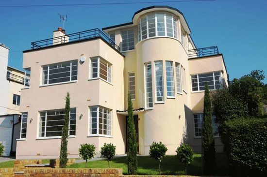 1930s Gerald Lacoste-designed art deco property in Stanmore, Middlesex