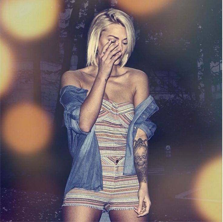 A Caroline Receveur, qui a décidé de tatouer tout son avant-bras