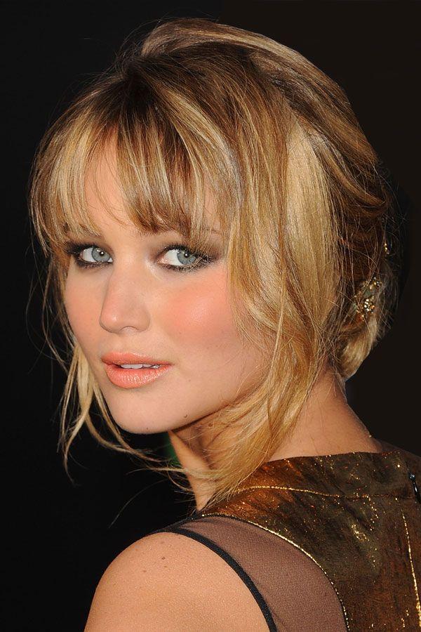 """Bei der Hollywood-Premiere von """"Die Tribute von Panem"""" erschien Jennifer Lawrence in einem glamourösen, goldenen Kleid und dem passendem Make-up im"""