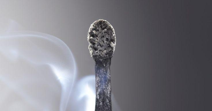 Melhor maneira de tratar bolhas de queimadura nas pontas dos dedos. Uma bolha de queimadura em qualquer parte do corpo pode ser muito dolorosa, especialmente em cima da ponta do dedo. Não tente curá-la por conta própria, o melhor é deixá-la curar-se sozinha. Há, porém, maneiras de acelerar o processo de cicatrização e garantir que ela não piore.