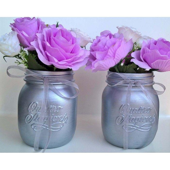Vasi in vetro decorati con fiori
