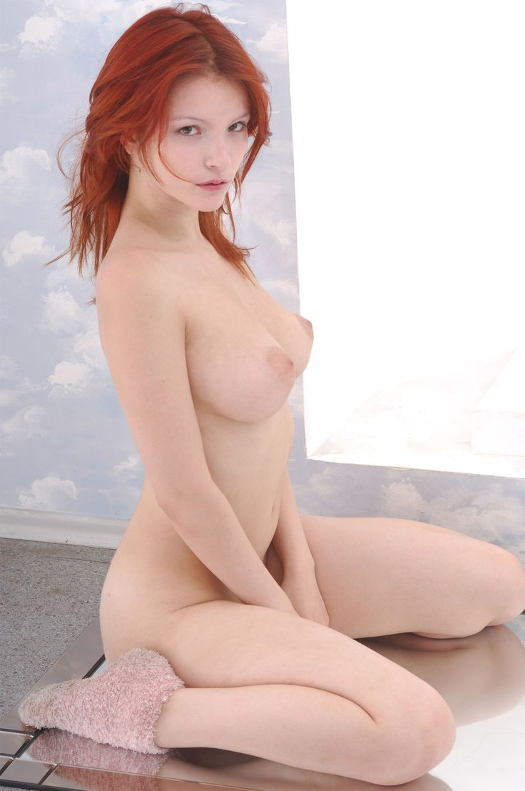 sexy-amateur-redhead-pale-naked-girlfriend-mature-british-park-gallery