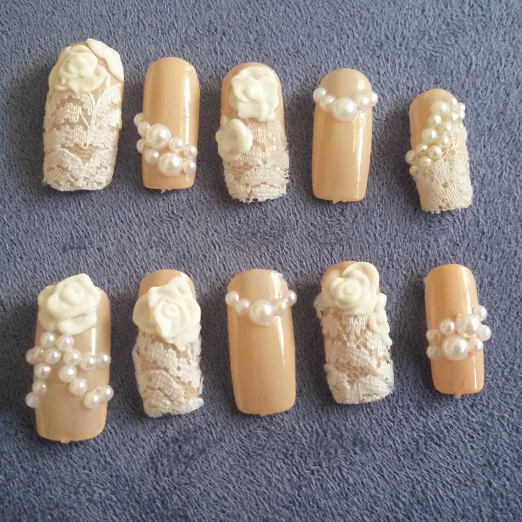 Fake nail with lace and pastel colour