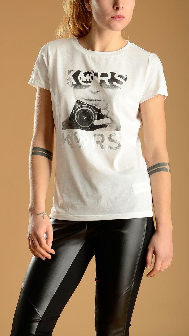 Short sleeve, scoop neck black and white cotton blend logo portrait print tank top. MICHAEL KORS