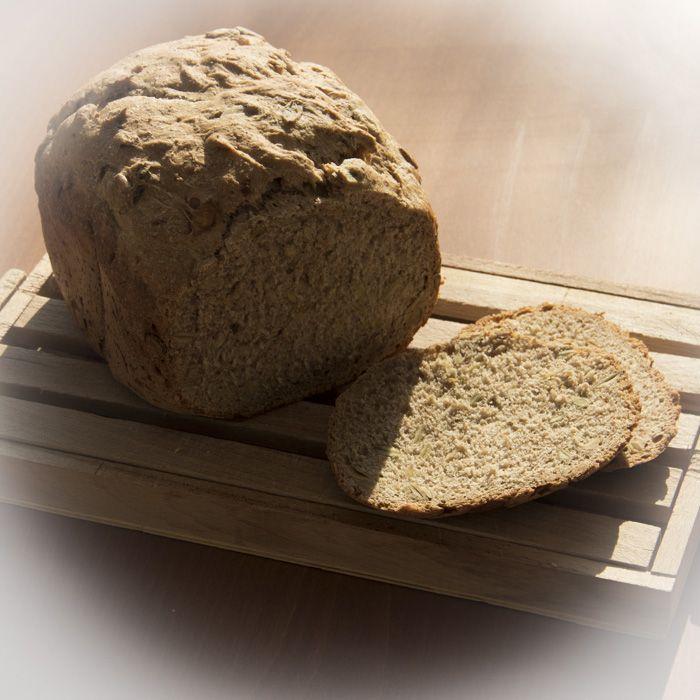 Pan de espelta con pipas de calabaza en panificadora