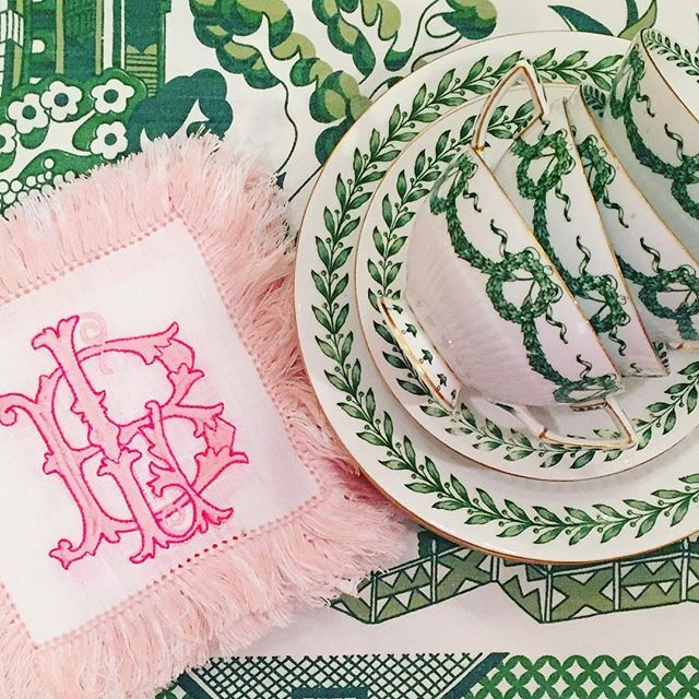 Yesterday I was dreaming of fall tables...now I'm thinking pink and green Christmas (I know...go ahead and cringe