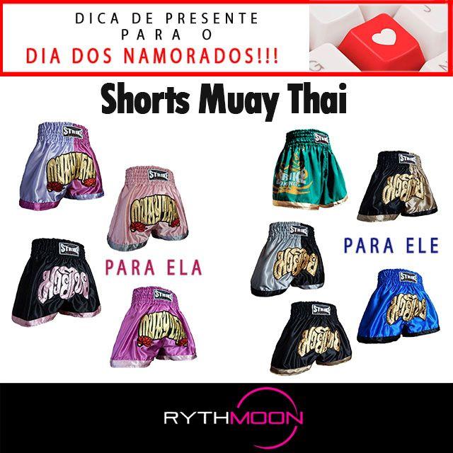 Shorts Muay Thai  - Shorts recomendado para quem pratica Muay Thai, kickboxing ou MMA  - Edição que já faz parte da nova coleção da Strike, contando com um novo design  - Com um corte anatômico, é confeccionado em crepe acetinado de alta qualidade  - Ultra leve e resistente  - Apliques bordados diretamente no Shorts  - Com a mesma qualidade de Shorts importados da Tailandia  Composição: 100% poliester   http://www.rythmoon.com.br/shorts-muay-thai-kick-boxing-p1116/