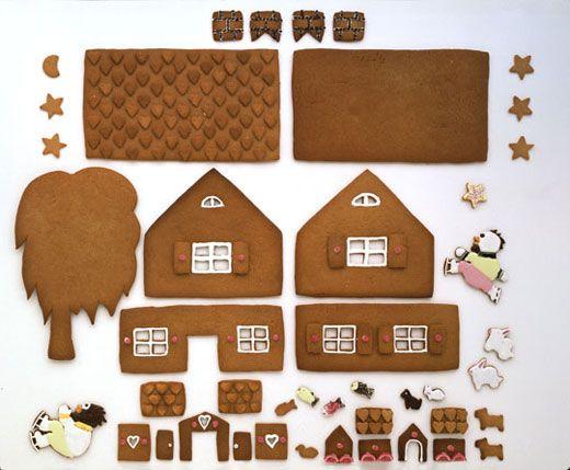 Tämän piparkakkutalon ja sen asukkaat suunnitteli Kristiina Aaltonen.Kieku, Kaiku ja Possu hääräävät joulupuuhissa ja talosta leijuvat niin houkuttavat tuo