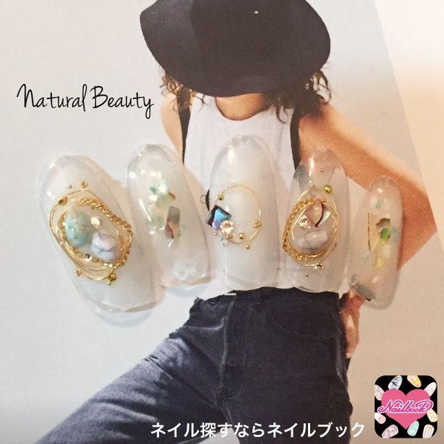 ネイル 画像 Natural Beauty 赤坂 1654587 白 チーク ビジュー 夏 ソフトジェル ハンド ミディアム