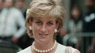 Morte Lady Diana, emergono nuove inquietanti verità A 20 anni dalla morte di Lady Diana, ex consorte del principe Carlo d'Inghilterra, grazie a un libro documentario, sono emerse nuove evidenze sugli eventi che hanno causato la morte della principessa #ladydiana #inghilterra #cronaca #gossip