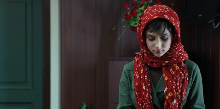 Quattro donne, quattro storie, un unico destino: quello delle donne iraniane, che Acrid ci mostra senza filtri e senza ipocrisie. Classe 1981, l'esordiente re