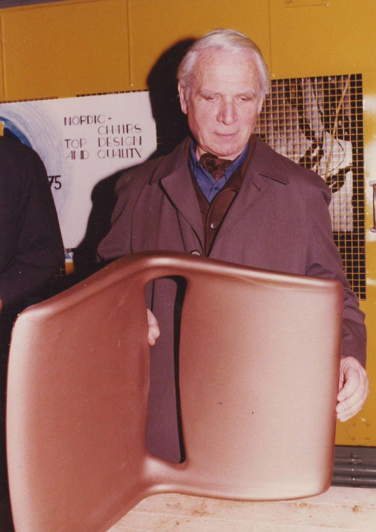 Nordic skallet  Nordic-plastskallet, designet av Bendt Winge i 1970, ble lansert etter 2 års arbeide der leger ved Sophies Minde, og «sitt-riktig»- spesialisten Dr.Seiffarts ble konsultert. Bendt Winge er en av våre mest markante møbeldesignere og interiør- arkitekter. Han er født i Alstahaug i 1907 og i sin karriere lanserte han mange nye ideer, både i materialbruk og konstruksjon. Han mottok Merket for God Design for stolen med navn R-49 som  var basert på Nordic skallet. «R'