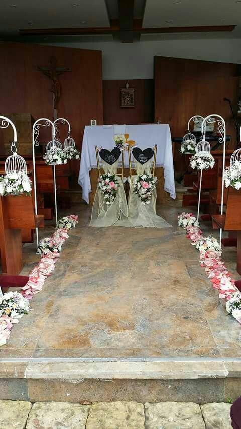 Decoración ceremonia con jaulas colgantes