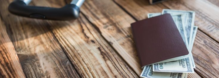 Here are 10 tips for carrying money safely and elegantly when you travel.