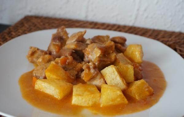 Estofado De Pavo Con Patatas Fritas Rico Y Rápido De Preparar Receta Receta Estofado Recetas Con Pavo Pavo Guisado