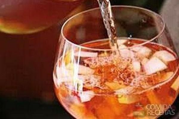 Receita de Sangria (ponche frisante) em Bebidas e sucos, veja essa e outras receitas aqui!