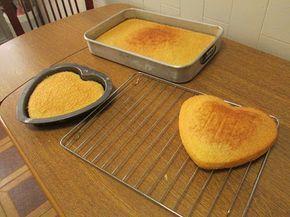 Bolo esponja (Ideal para bolos de aniversário!) Masterchef Australia - Ingredientes (serviu 21 pessoas e ainda sobejou) 450 gr de farinha 420 gr de açúcar 6 ovos 200 ml de água fervente 3 c. chá de fermento 1 c. chá baunilha em pó