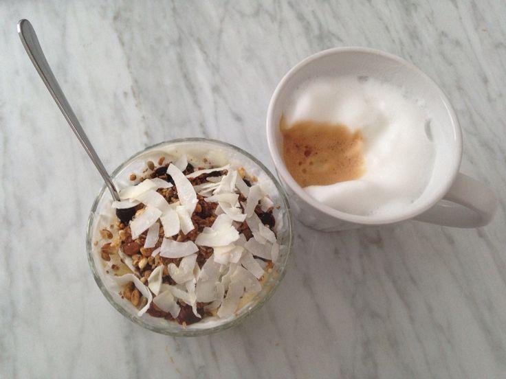 Avacado granola bowl