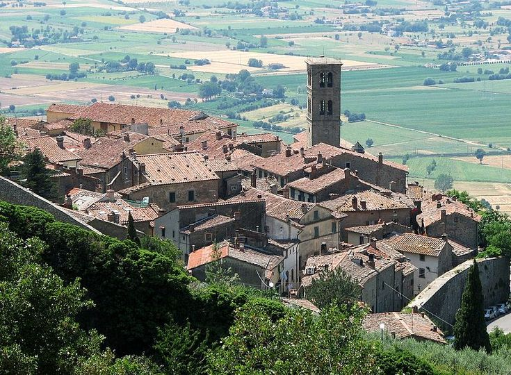 "Cortona, known by many for being the set of ""Under The Tuscan Sun"", is the perfect wedding destination if you are seeking for ancient architecture, spectacular views, genuine atmosphere, authentic people."