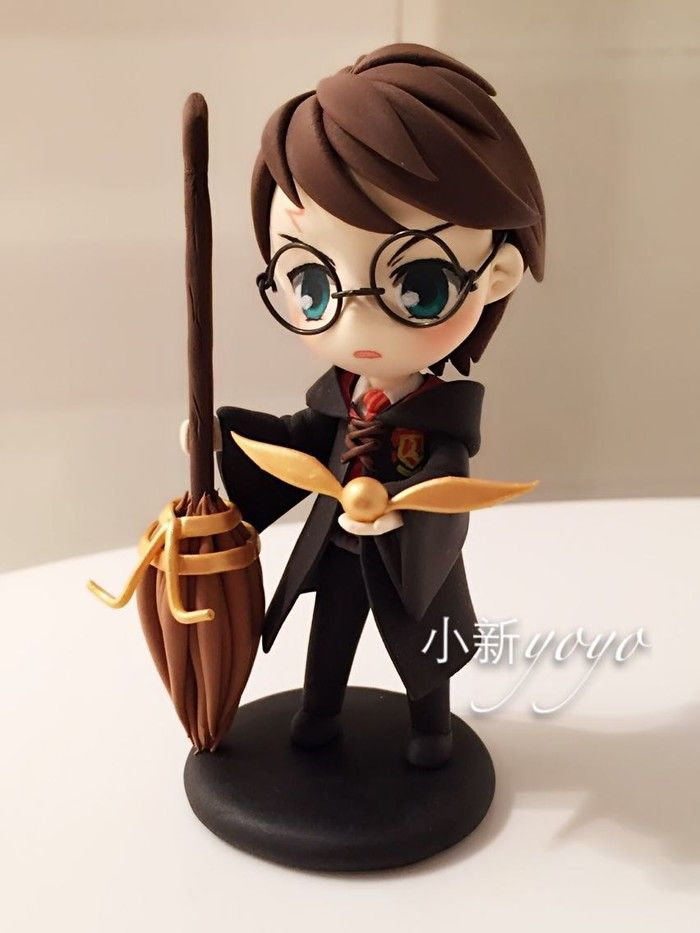 Gah! The cuteness! I could never make this out of polymer clay, but it's so super cute! Harry Potter golden snitch polymer clay fimo chibi nendoroid-esque