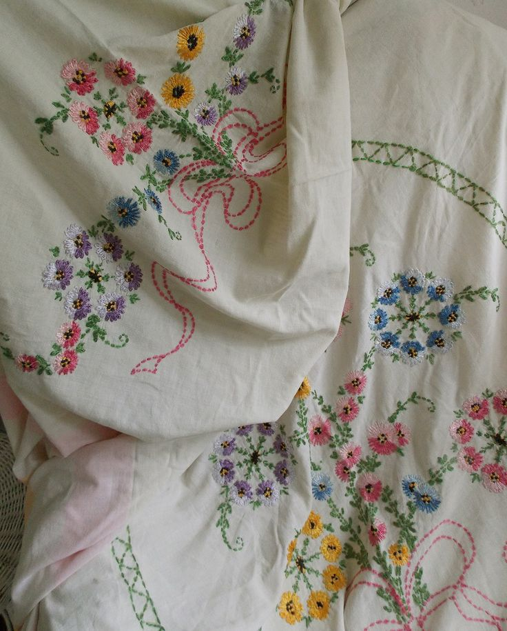 BEAUTIFUL Vintage Embroidered Sheet Floral Trim Handmade Collectible Linen Old