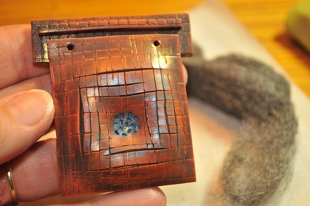 Cracked Leather Tutorial SET by Page's Creations, via Flickr  #polymer #clay #tutorial