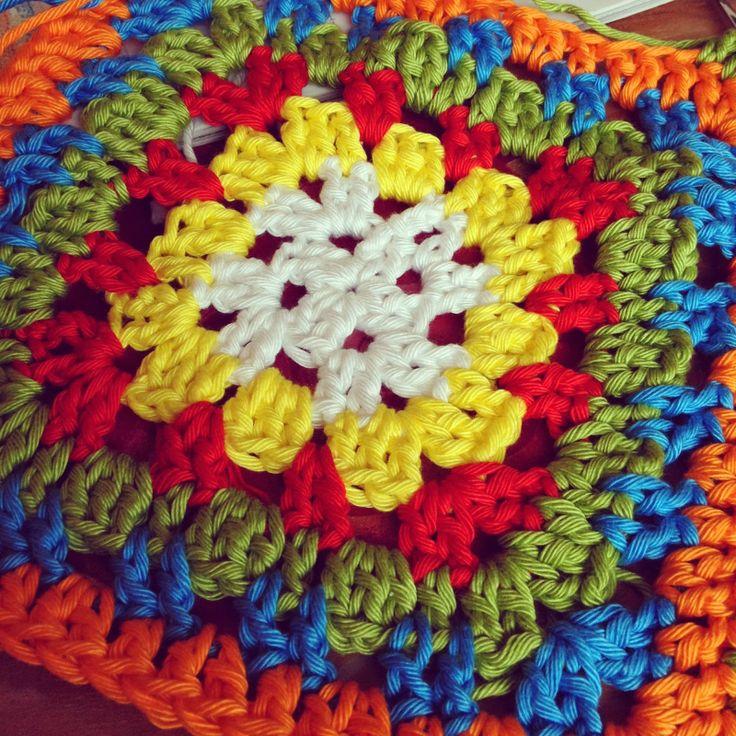 Base Granny Square for a fruitbasket   Atelier Eem: WIP update gestreepte sjaal / gehaakt fruitbakje