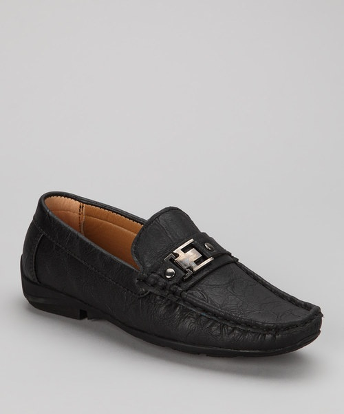 These loafers make a distinguished addition to any little gentleman's dress-up collection. Their sleek silhouette and timeless style make them a perfect little go-to pair.Man-made upperRubber soleImported