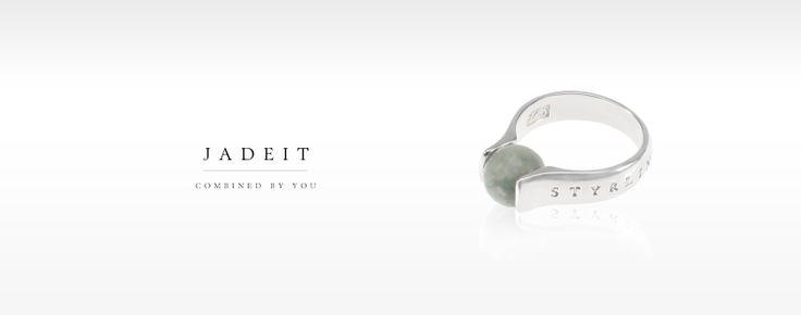 JadeIt Ring, med en Jadeitesten och ring i Sterling Silver 925. Finns med Jadeitestenar i olika färger.