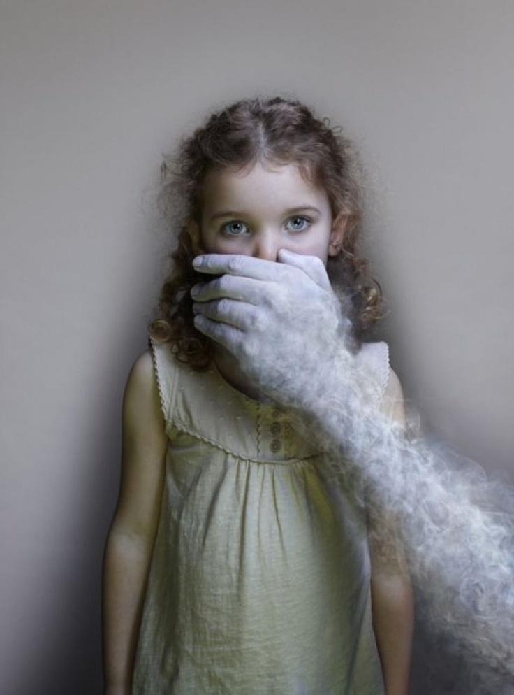 """Διεθνή Βραβεία Φωτογραφίας 2012: Smoke Free"""", 1ο βραβείο στην κατηγορία διαφημίσεις, από τoν Nadav Kander"""