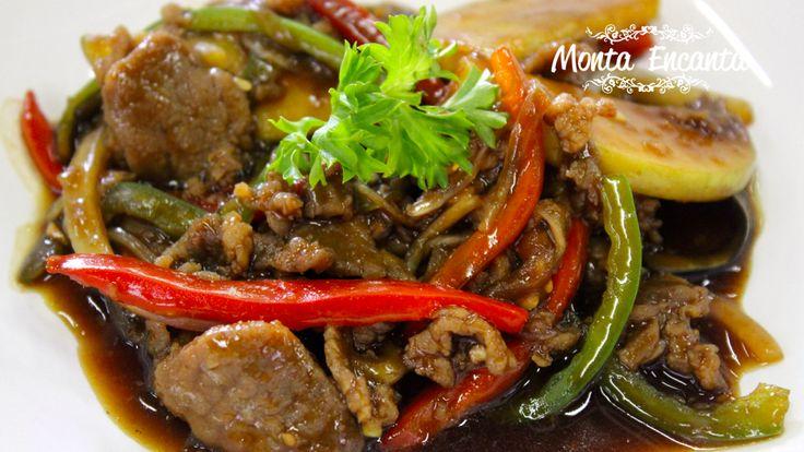 O bife em tiras com abobrinha fatiada e shoyo, dão novos ares a comidinha do dia a dia. Beef Chinês, receitinha prática e deliciosa, e a nossa dica de hoje lá no blog.http://www.montaencanta.com.br/misturas/beef-chines/