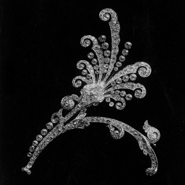 this diamond tiara dates back to 1881 1891 and is an interpretation of fireworks