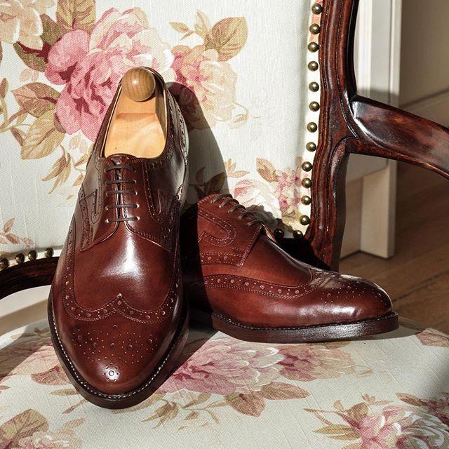Shoes speak louder than words. Derby Budapest model from brown cowbox leather. Handwelted in Fabula shoeworkshop. ------------------------------------------ Order:info@fabulashoes.com ------------------------------------------ #fabulashoes #fabula_bespoke_shoes #bespoke #bespokeshoes #handweltedshoes #gentlemen #gentstyle #styleforum #styleblogger_at #styleblogger_de #styleblogger_uk #shoegazing #shoemaking #dappergent #luxuryshoes #massschuhe #dressshoes #madetomeasure #madetoorder…