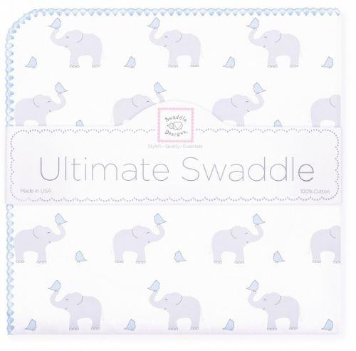 Svøpeteppe i flanell - Ultimate Swaddle Blanket.Babyblå kantsømog grå elefanter.Elephant & Chickies, morning sky. Dekorative babytepper i delikate farger og mønstre.Lunflanell til kjøligere dager. Disse er like gode til kos som til søvn eller bæring. * Tynnere designteppe i bomullsflanell. Børstet for mer bløthet.* Naturlige fargeruten aminer, formaldehyd og azo-fargestoff. * Et allsidig teppe med mange muligheter og i stor, sjenerøs størrelse, 106x106 cm.* Et must som rec...