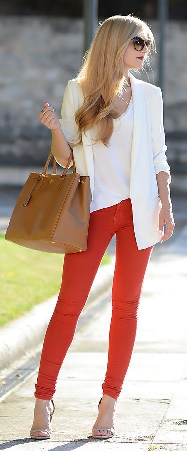 red skinny jeans, white blazer, top and brown handbag