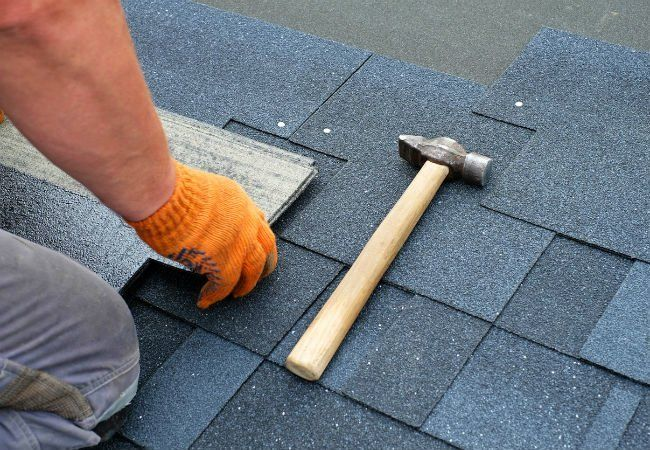 What S The Difference Metal Roofs Vs Asphalt Shingles In 2020 Roof Repair Cost Roof Repair Roof Shingles